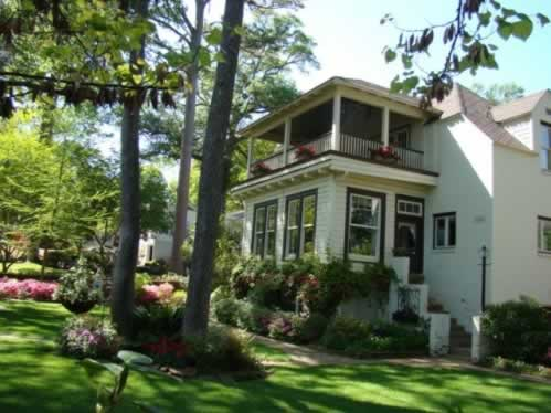 Classic home on the Tyler Azalea Trails in spring