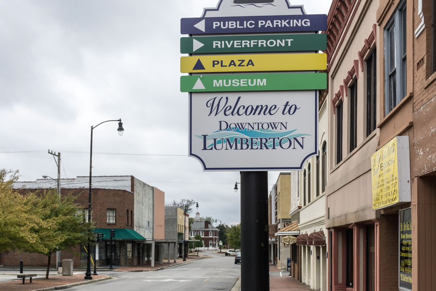 Street scene in downtown Lumberton, Texas